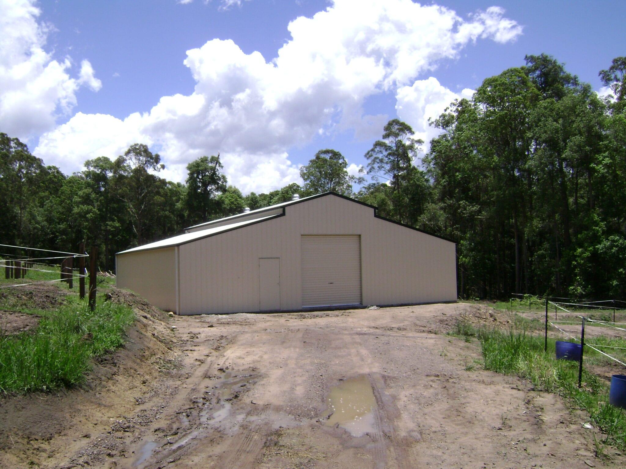 Cream american barn gable 1xrd carport 2xwb.1