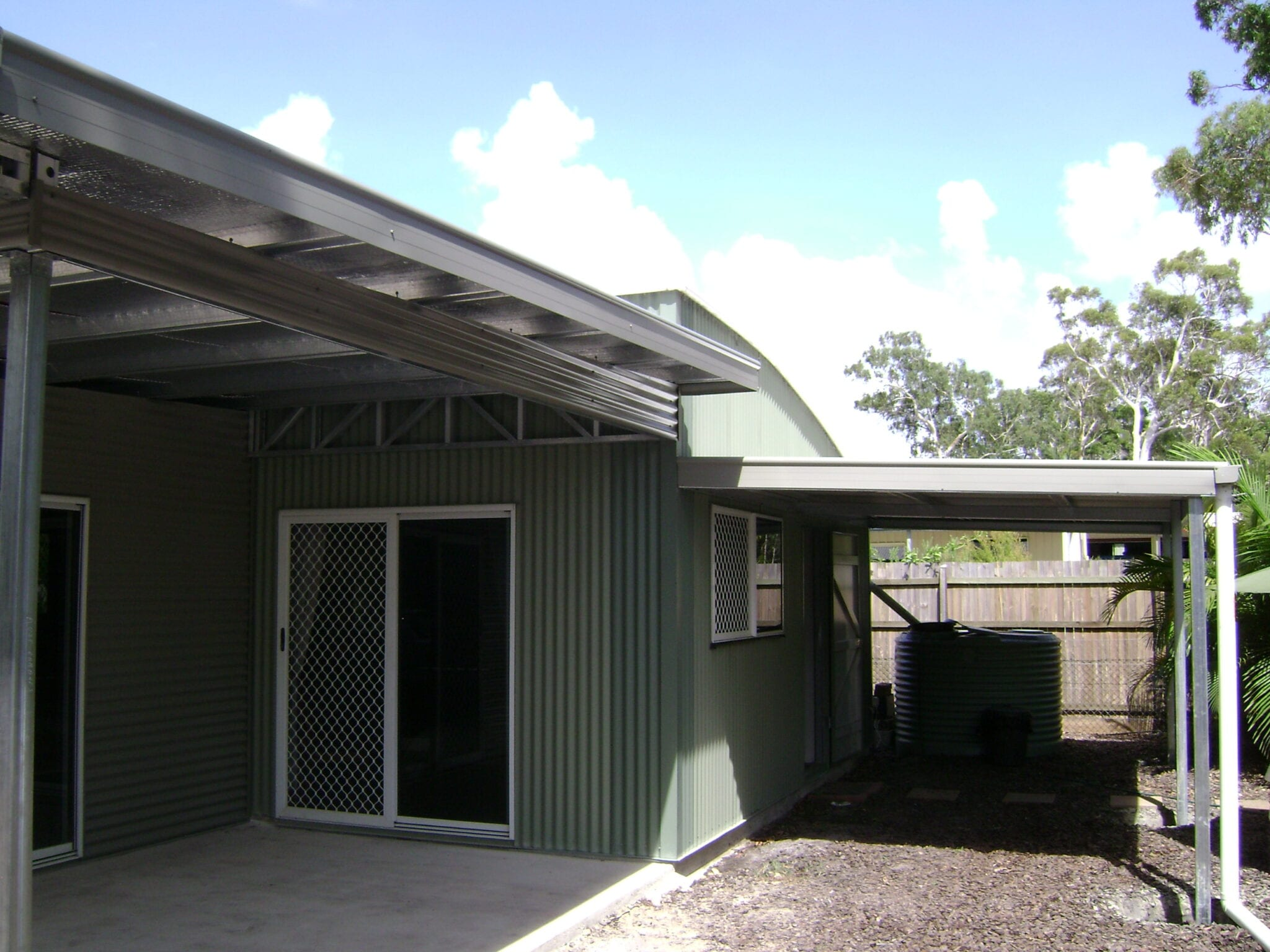 Green curved roof with owning (2)