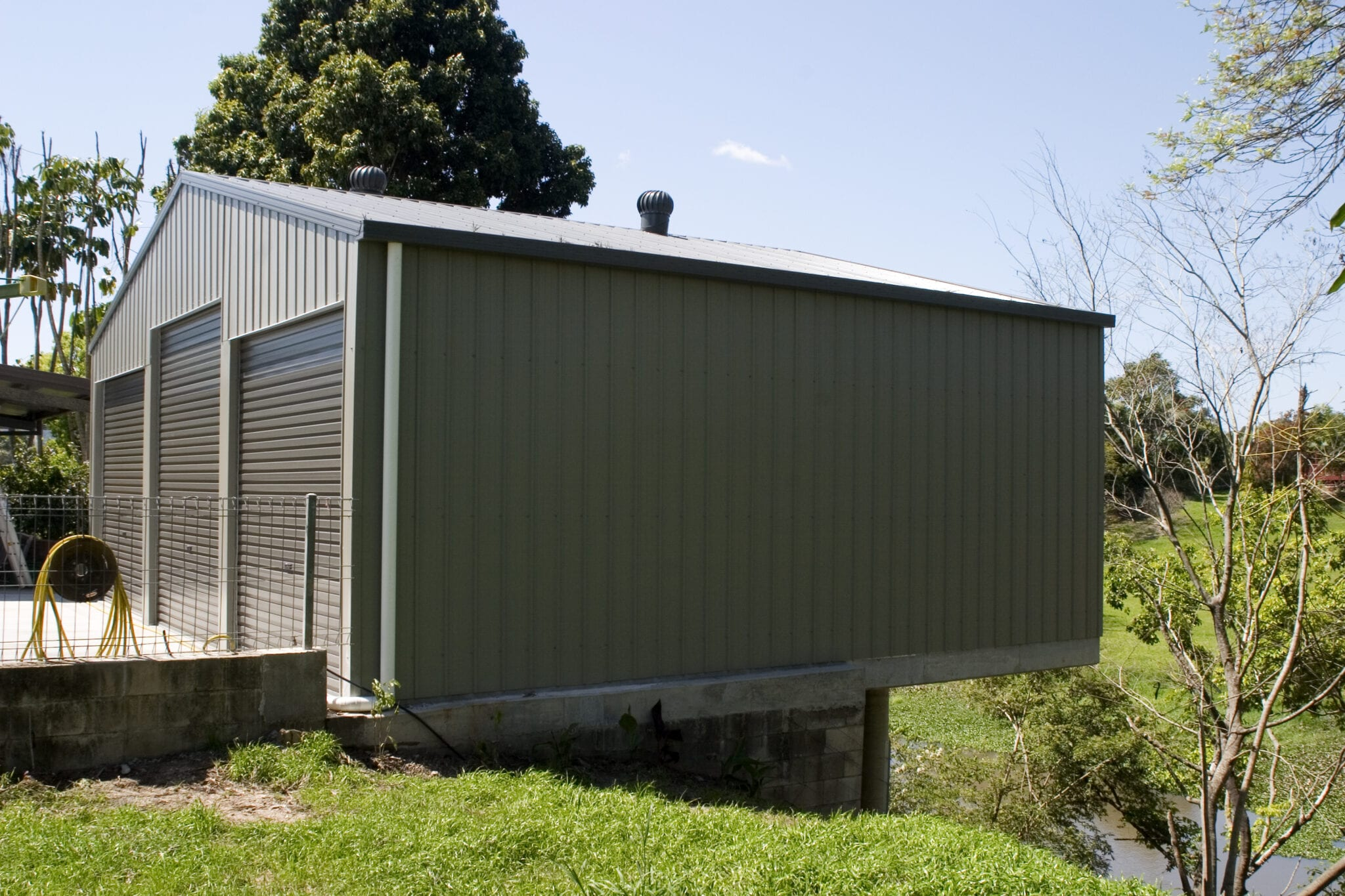 Grey 3xrd gable shed on hill (3)